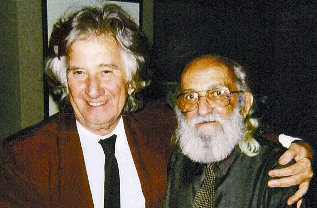 Augusto Boal und Paulo Freire im Arm
