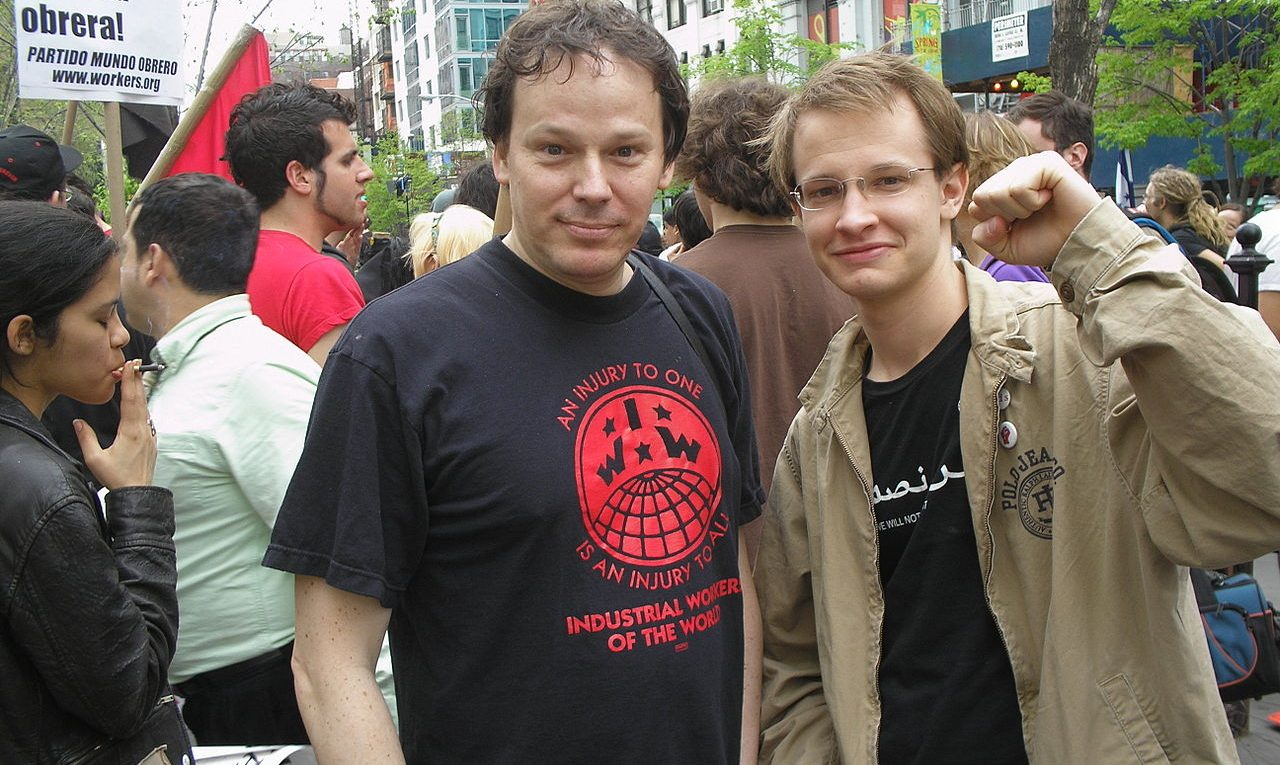 Thomas Good - Eigenes Werk David Graeber (in IWW t-shirt, center) with Brian Kelly at a May Day immigrant rights rally at NYC's Union Square. This photograph has been widely reproduced by a variety of publications including Adbusters (Canada) and Profil (Austria).
